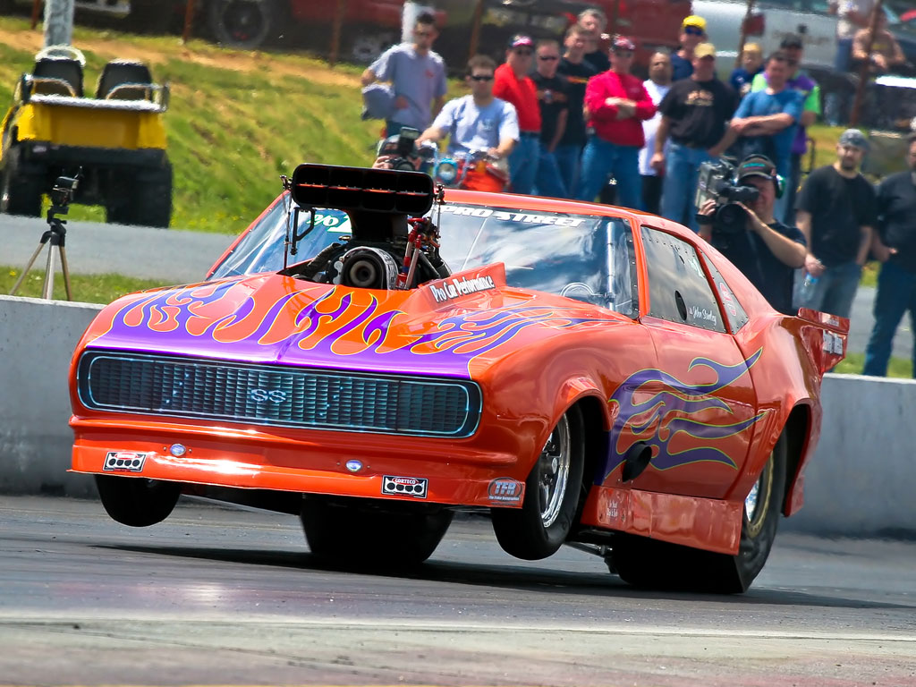 drag racing Dedicated to drag racing fans be the drag racer, switch transmission in time and will the race try different cars such as classic cars or hot rods tune and upgrade.